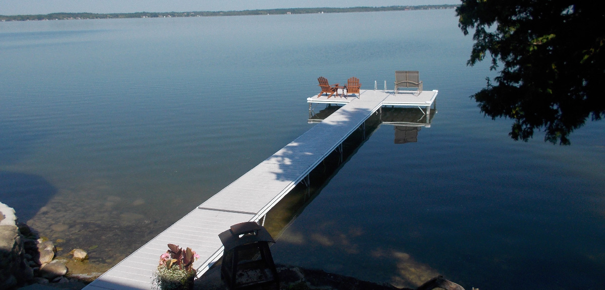 Long aluminium dock with chairs and lake view