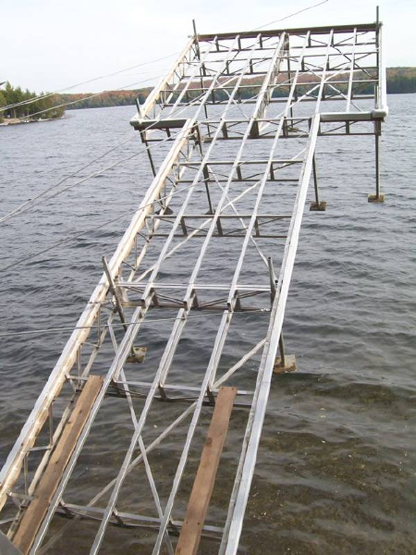 Aluminium tower lift dock above water